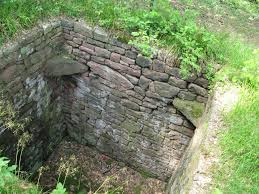 Stone pit trap